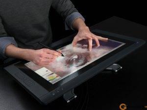 DTH-2200-Cintiq-22HD-Touch-pic03